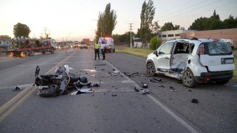 La moto terminó totalmente destruida sobre la Ruta Nacional 22.