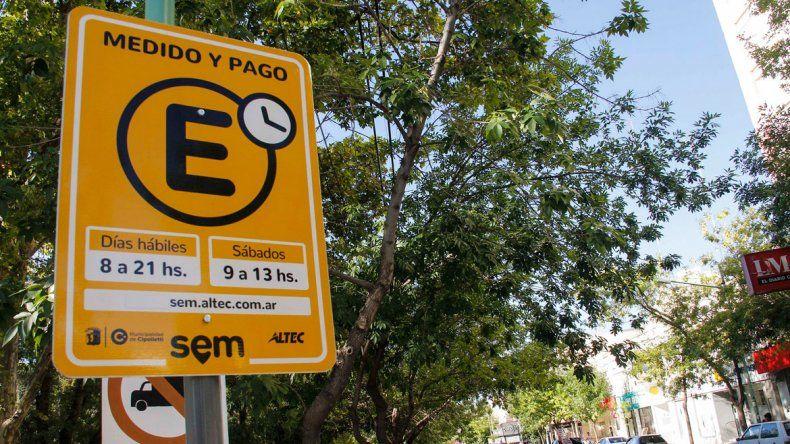 Arrancó el estacionamiento pago en Cipolletti. Funciona en las cuadras comprendidas entre las calles Brentana