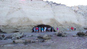 La cueva de la publicidad se encuentra 10 kilómetros al sur de Las Grutas.
