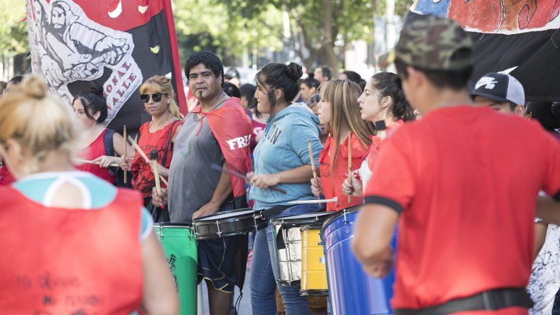Protestaron frente a la Muni para pedir más ayuda para los comedores y merenderos