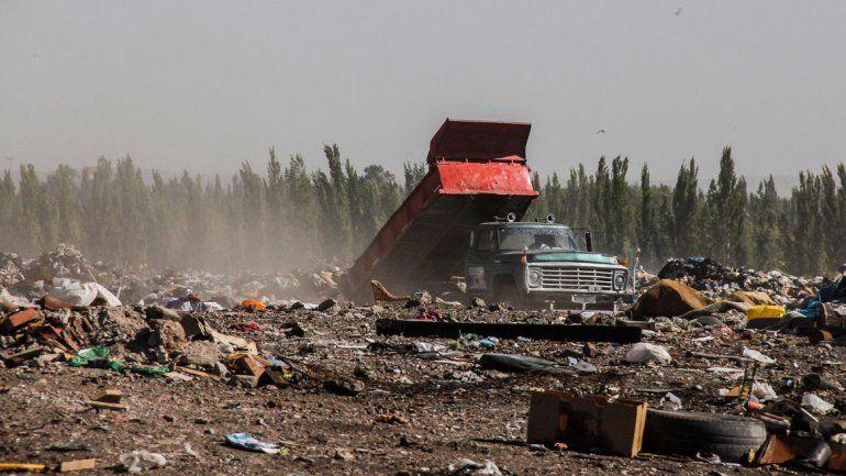 En el vertedero municipal se siguen descargando residuos pero no se puede disponer de ellos como se debería.