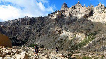 otro turista se accidento mientras intentaba subir un cerro