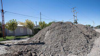 Los vecinos reclaman precisiones sobre el avance de la obra y más riego en las calles.
