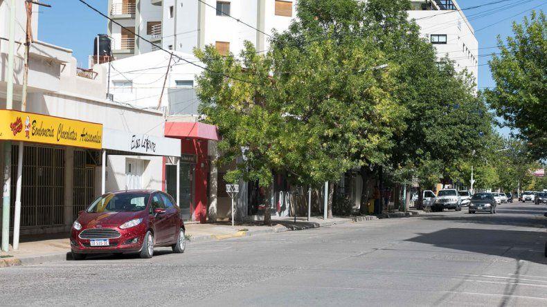El estacionamiento vació de autos el centro de la ciudad.