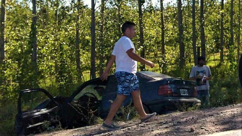 Perdió el control de su auto y terminó adentro de un desagüe