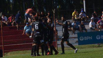 El Albinegro se puso en ventaja a los 7 minutos con un golazo de Morales.