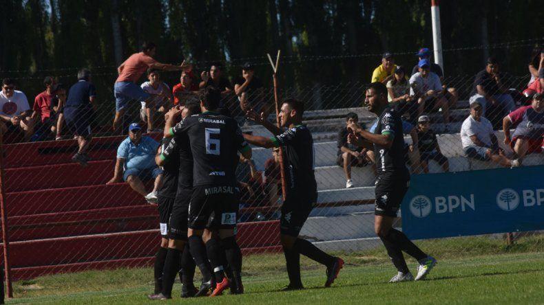 Todos quieren abrazar a Morales