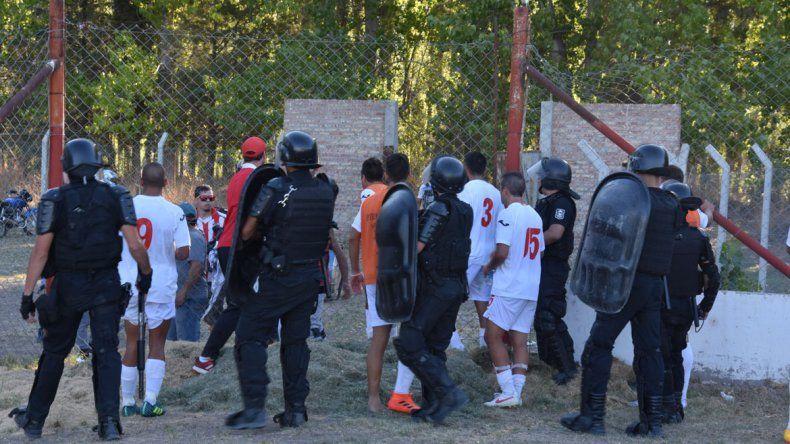 Los cruces entre barrabravas del Rojo y jugadores de Independiente.