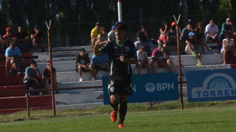 Morales marcó su primer gol de tiro libre en la goleada de ayer.