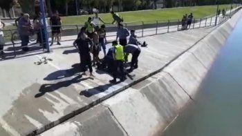 un hombre de 30 anos murio ahogado en el canal principal de roca: investigan el caso