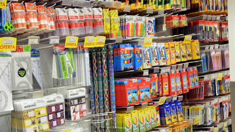 Ya comenzó la temporada de venta de útiles escolares en la ciudad