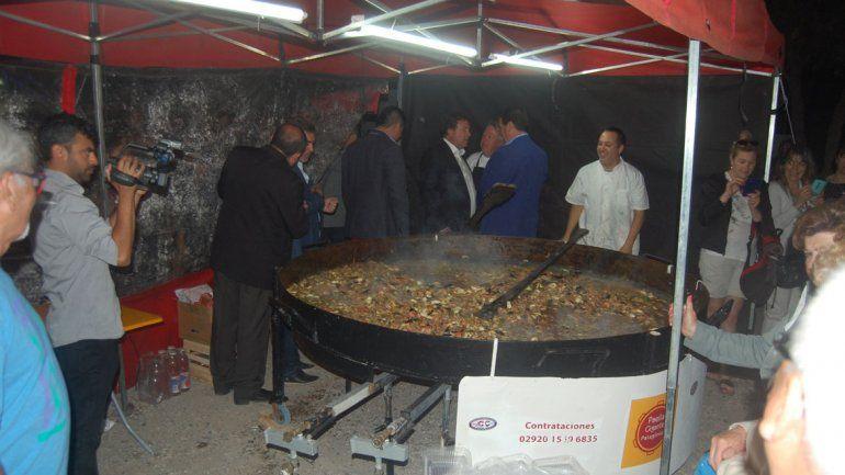 Hasta el gobernador Weretilneck disfrutó de una paella de Baldi.