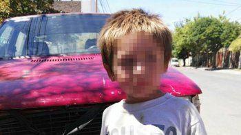 Los vecinos difundieron la imagen del niño y el auto del ladrón.
