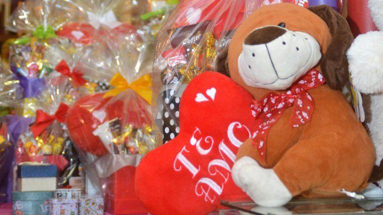 Los comerciantes se las ingenian para vender en el Día de San Valentín.
