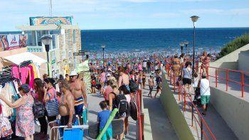 Fin de semana largo a full en Las Grutas: no entra un alfiler