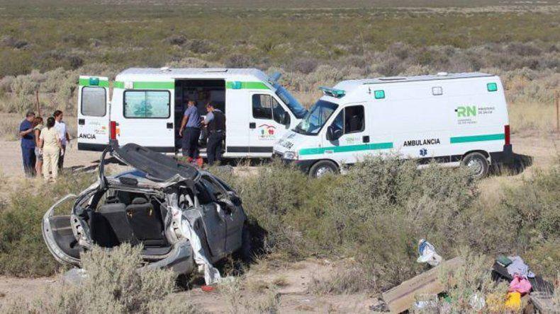 Impresionante vuelco cerca de Roca dejó una familia en el hospital