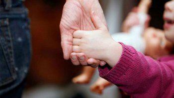 La familia biológica tendrá prioridad para concretar la adopción.