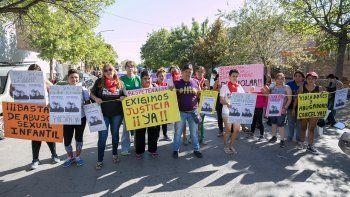 Ayer hubo una manifestación frente a Tribunales. Allegados a dos de sus víctimas y la joven por la que volvió a juicio, hicieron un escrache.