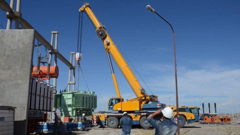 En Neuquén comenzaron ayer los trabajos para reemplazar el transformador dañado en la Estación Alto Valle.