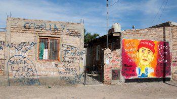 La sede de Red Puentes fue blanco de robos y destrozos. Además, amenazaron a los jóvenes y hubo un crimen.