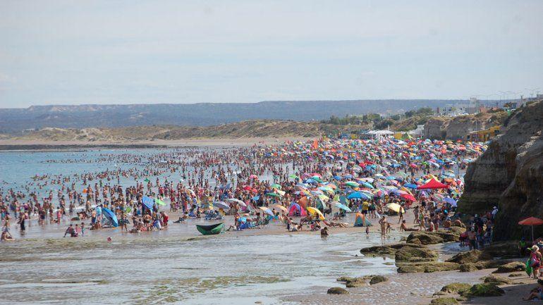 El buen clima es ideal para disfrutar en la playa. A pesar de los pronósticos de lluvia