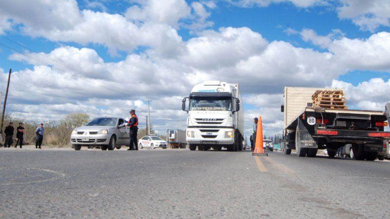 El camión trucho fue detectado en uno de los operativos habituales que hace la Caminera cipoleña.