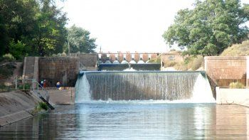 un neuquino de 24 anos se tiro a nadar al canal principal de riego y se ahogo