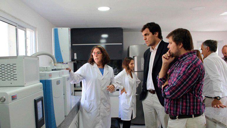 El equipo permite analizar contaminantes en 48 horas.