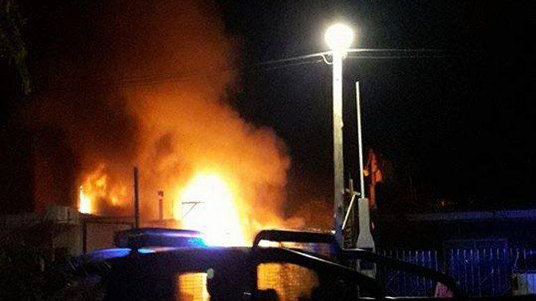 Una casilla terminó en llamas en un confuso intento de usurpación