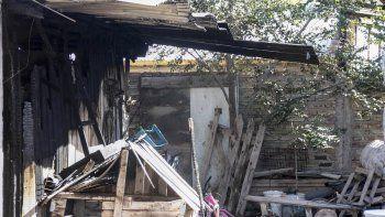Un voraz incendio consumió una casa en el Barrio Obrero