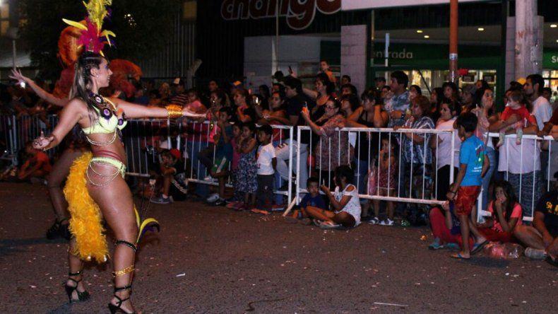 El Carnaval de los Peques reunió una multitud que disfrutó de las murgas. Hubo hasta elección de una reinita.