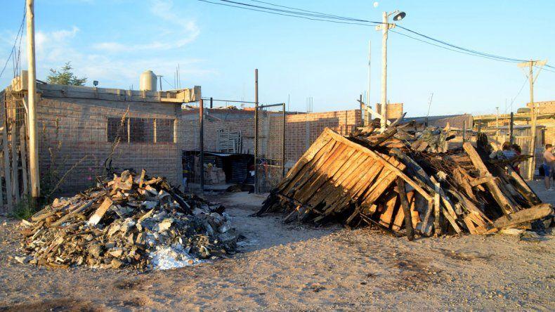 El fuego dejó a una familia con lo puesto. Ahora piden ayuda.