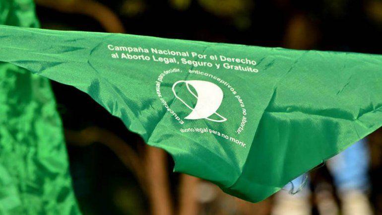 Atacaron a tres personas en Catriel por llevar el pañuelo del aborto legal