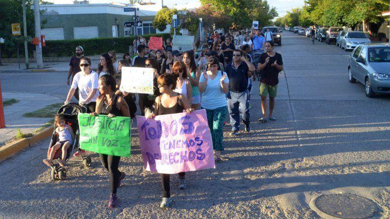 El lunes hubo una marcha para que se esclarezca la matanza canina.