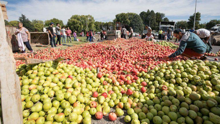 Los productores volverán a regalar fruta