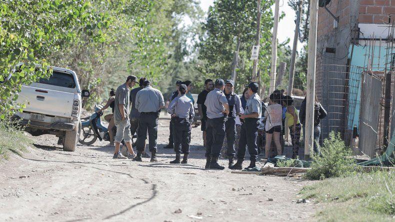 Hubo un gran despliegue policial en la toma tras el violento incidente.