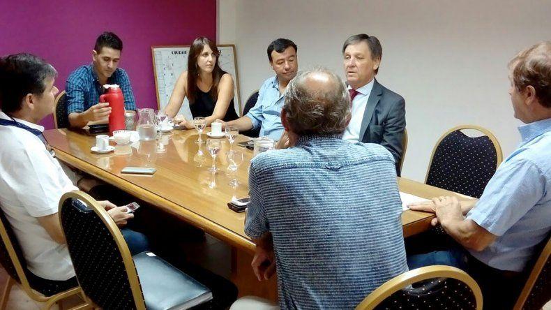 Cipolletti y Neuquén, unidos para mejorar el transporte en Las Perlas