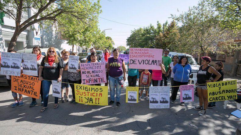 El juicio contra el violador generó una serie de protestas en los tribunales.