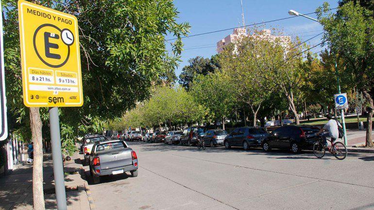 Estacionamiento pago: en un mes hicieron 800 multas