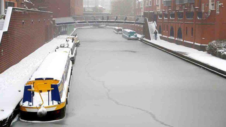 Un fuerte temporal de frío y nieve congeló gran parte de Europa