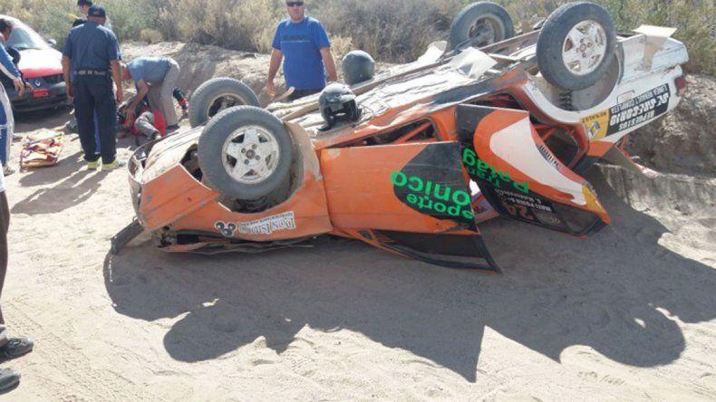 El Senda terminó volcado y Maldonado salió despedido tras el impacto.