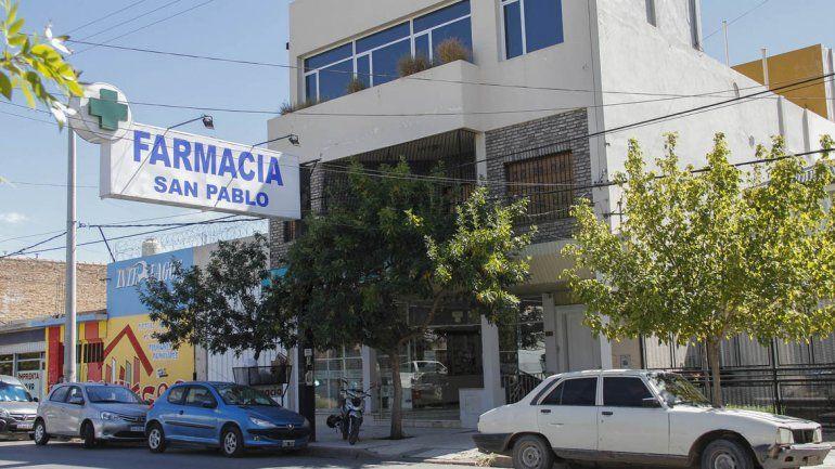 Salvaje: entró a una farmacia, amenazó a los empleados con un cuchillo y se llevó la plata