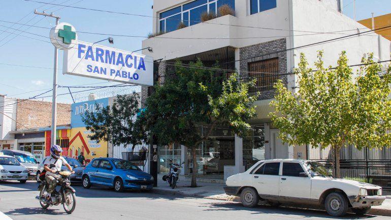 El violento delincuente ingresó el domingo por la mañana a la farmacia San Pablo