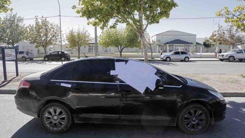 Requisaron el auto de los sospechosos y encontraron un arma de grueso calibre