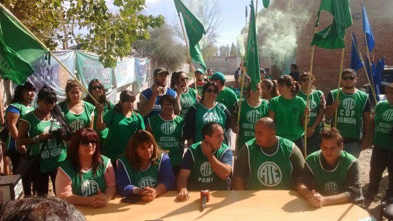 ATE inició ayer un acampe frente a la sede que el INTI tiene en Cipolletti.
