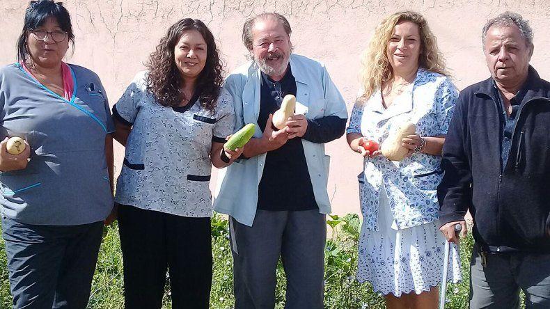 En la huerta orgánica del Pichi Nahuel cosecharon un zapallo gigante: pesa 8 kilos
