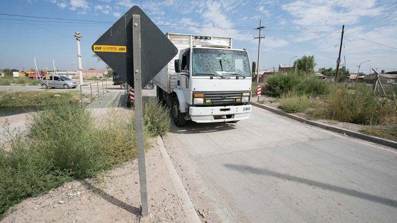 Polémica por los carteles viales colocados en la Illia