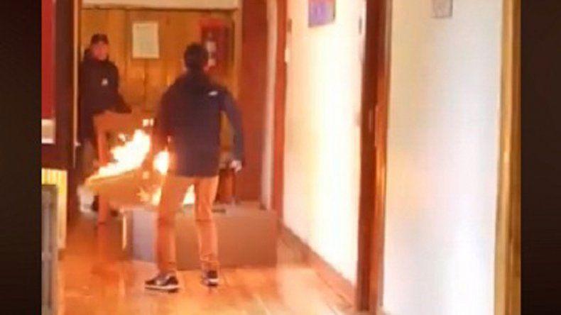 Lo despidieron y quiso prender fuego la municipalidad de Bariloche
