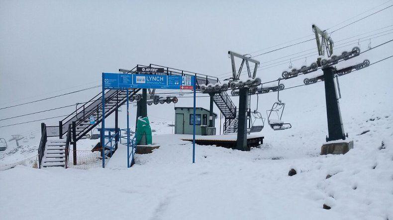 El cerro Catedral amaneció con más de 10 centímetros de nieve