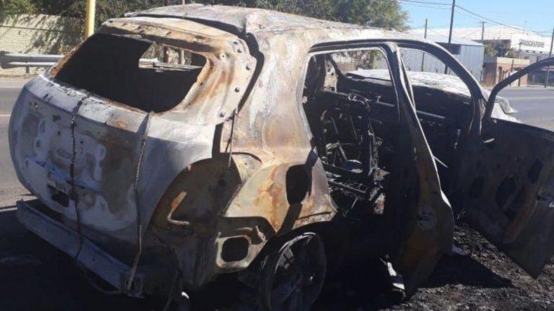 Misterio: encontraron una camioneta quemada a la vera de la Ruta 151